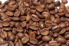 Los granos de café se cierran para arriba Foto de archivo libre de regalías