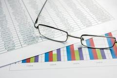 Los gráficos financieros diagram para el negocio del trabajo y económico Imagen de archivo
