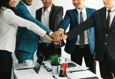 Los grupos combinan la nueva aspiración del lanzamiento del negocio al futuro imagen de archivo