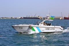 Los guardacostas de Yibuti patrullan en el puerto del puerto Fotografía de archivo libre de regalías