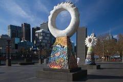 Los guardas: Esculturas coloridas Southbank Melbourne Fotos de archivo libres de regalías