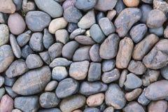 Los guijarros de piedra texturizan o empiedran el fondo de los guijarros para el diseño Foto de archivo libre de regalías