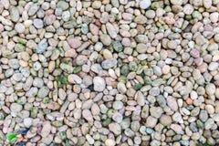 Los guijarros de piedra texturizan o empiedran el fondo de los guijarros para el diseño Foto de archivo