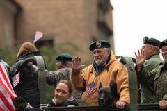 Los héroes americanos desfilan foto de archivo