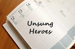Los héroes olvidados escriben en el cuaderno Fotografía de archivo libre de regalías