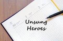 Los héroes olvidados escriben en el cuaderno Imágenes de archivo libres de regalías
