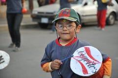 Los habitantes de la ciudad durante el carnaval en honor de la virgen de Guadalupe Foto de archivo libre de regalías