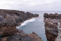 Los Hervideros, μια θέση όπου η λάβα έρευσε στον ωκεανό, Lanzarote, Κανάρια νησιά στοκ εικόνες με δικαίωμα ελεύθερης χρήσης