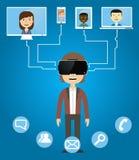 Los hombres comunican con los amigos que usan los vidrios de la realidad virtual Imagen de archivo