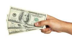 Los hombres dan llevar a cabo cientos dólares de cuenta en un fondo blanco Imagen de archivo