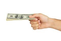 Los hombres dan llevar a cabo cientos dólares de cuenta en el fondo blanco Imagen de archivo