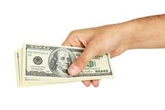 Los hombres dan llevar a cabo cientos dólares de cuenta en un fondo blanco Imagenes de archivo