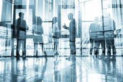 Los hombres de negocios colaboran juntos en oficina Efectos de la exposici?n doble Sociedad, corporativa stock de ilustración