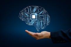 Los hombres de negocios de la mano del AI presionan el teléfono Brain Graphic Binary Blue Technology Foto de archivo