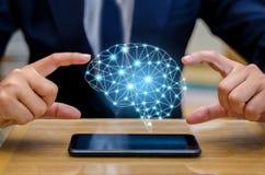 Los hombres de negocios de la mano presionan el teléfono Brain Graphic Binary Blue Technology Foto de archivo