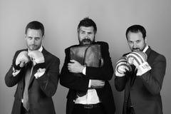 Los hombres de negocios llevan los trajes y los lazos elegantes Conflictos del settle de los CEOs imagen de archivo libre de regalías