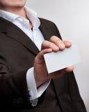 Los hombres de negocios muestran la tarjeta de la visita foto de archivo libre de regalías