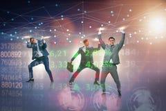 Los hombres de negocios que apoyan la malla de la red en concepto imagen de archivo