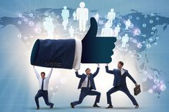 Los hombres de negocios que apoyan los pulgares suben gesto imagen de archivo libre de regalías