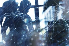 Los hombres de negocios trabajan juntos en oficina con efectos del Internet Concepto de trabajo en equipo y de sociedad doble ilustración del vector