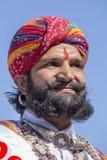 Los hombres del retrato que llevan el vestido tradicional de Rajasthani participan en Sr. Abandone la competencia como parte de f Imagenes de archivo