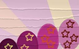 Los huevos de Pascua colorean el fondo lindo en colores pastel imagen de archivo libre de regalías