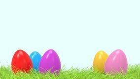 Los huevos de Pascua coloridos en enfoque de la hierba verde de la primavera con el espacio libre y vacío para añaden el texto ilustración del vector