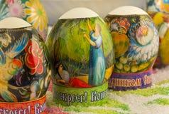 Los huevos de Pascua en la tabla son el número de Fotos de archivo