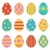 Los huevos de Pascua fijaron, colección en el fondo blanco Fotos de archivo