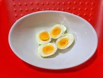 Los huevos hierven las comidas simples que son útiles imagenes de archivo