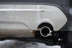 Los humos de extractor fuman del tubo del coche fotografía de archivo libre de regalías