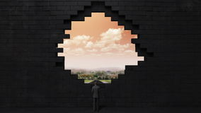 Los hundimientos de la pared, creando un agujero Hombre de negocios que se coloca en alta manera Cielo del amanecer libre illustration