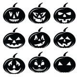 Los iconos asustadizos de los caracteres de las calabazas de Halloween fijaron en blanco y negro Fotos de archivo libres de regalías