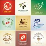 Los iconos de la comida y de las bebidas fijaron, las plantillas del fondo stock de ilustración