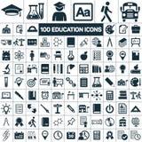 Los iconos de la graduación de la escuela de la educación fijaron en el fondo blanco Foto de archivo libre de regalías