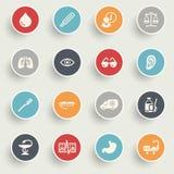 Los iconos de la medicina con color abotonan en fondo gris Imagen de archivo libre de regalías