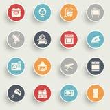Los iconos de los aparatos electrodomésticos con color abotonan en fondo gris Imagen de archivo