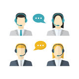 Los iconos fijaron a los avatares masculinos y femeninos del centro de atención telefónica en un estilo plano stock de ilustración