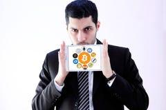 Los iconos globales del cryptocurrency les gusta el bitcoin Foto de archivo libre de regalías