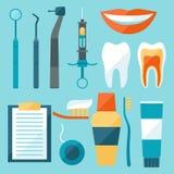 Los iconos médicos del equipo dental fijaron en estilo plano Fotos de archivo libres de regalías