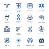 Los iconos médicos y de la atención sanitaria fijaron 1 - serie azul Fotos de archivo