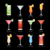 Los iconos planos fijaron del cóctel popular del alcohol en fondo negro ilustración del vector