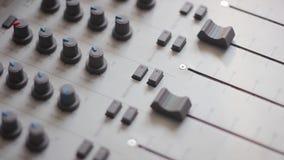 Los indicadores en el mezclador metrajes