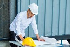 Los ingenieros estructurales son el ir elaborado en el Libro Blanco Fotos de archivo