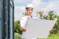 Los ingenieros estructurales son el ir elaborado en el Libro Blanco Imágenes de archivo libres de regalías