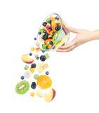 Los ingredientes del vuelo para la ensalada de fruta con las frutas les gusta manzanas, Imagen de archivo libre de regalías