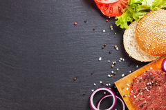 Los ingredientes para la hamburguesa Imagen de archivo