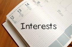 Los intereses escriben en el cuaderno Imágenes de archivo libres de regalías