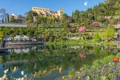 Los jardines botánicos de Trauttmansdorff se escudan, Merano, el Tyrol del sur, Italia, imagen de archivo