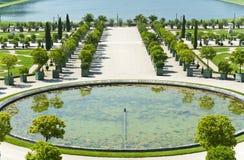 Los jardines del palacio de Versalles Foto de archivo libre de regalías